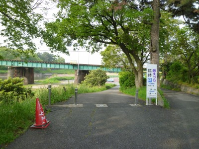 明神橋下テニスコート 臨時駐車場