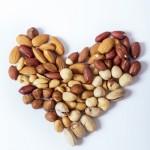 ナッツを食べるだけで便秘や美肌に効果あり?1日に食べる量は?