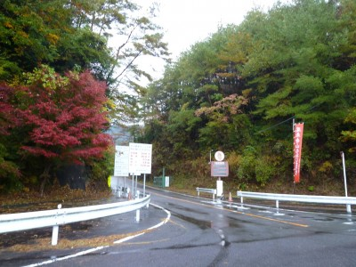 鳳来寺パークウエイ駐車場への曲り道