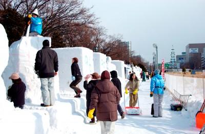 ピコ太郎雪像場所はどこで作ったのはだれ?雪まつりの見どころも紹介!